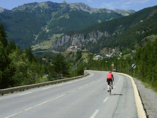 Descent from Agnel to the Chateau Queyras.